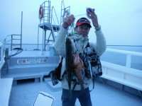 <p>朝から雨の降る中、沖の北で良型のはねスズキ好釣!</p> <p>午後からは好天の中、旧一文字ではチヌのフカセ釣りも好釣!</p> <p>和泉市の川崎様、沖の白灯で、37cmのアコウ</p>