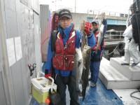 <p>大阪市の徳山様、沖の北で、スズキ2匹</p> <p>ウキ釣り 餌シラサエビ</p>
