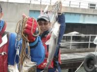 <p>枚方市の岩田様、沖の北で、スズキ</p> <p>ウキ釣り 餌シラサエビ</p>