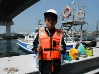 <p>橿原市の脇田様、沖の北で、26~28cmのサヨリ</p> <p>高田さん、釣れましたよ!!」</p>