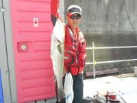<p>堺市の菅ちゃん、沖の一文字白灯で、ハネ65cm 1匹</p> <p>ウキ釣り 餌シラサエビ</p>
