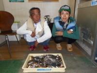 <p>岸和田市の稲村様、沖一文字で、30cmまでのアジ2匹・グレ3匹・ガシラ等でクーラー1杯</p>
