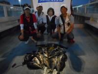 <p>旧一文字ではチヌの落とし込みで、和泉市の松原様、夫婦で18匹の爆釣!!</p> <p>アジ・グレも引き続き好釣です。</p> <p>白灯でもガシラ好釣!!</p>