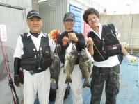 <p>乱茅季(釣りクラブ)の皆様、スリットで49.2cmまでのチヌを15匹</p> <p>落とし込み イガイ</p>