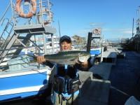 <p>大型のハマチが釣れました!</p> <p>フィッシングマックス岸和田店の九鬼様 沖の北で</p> <p>ハマチ68センチ ルアー</p>