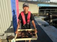 <p>大阪市の小谷様、スリットで、中型アコウ 23匹!!</p> <p>最大28cmのガシラを頭に20cm程度多数リリース</p> <p>シラサエビ</p>