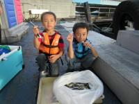 <p>大和郡山市の松永様ファミリー、沖の北で、マメアジ大漁</p>