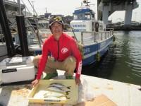<p>大阪市の坂本様、沖の北で、33cmまでのツバス 4匹</p> <p>イワシ・マメアジ釣れています。</p> <p>本日はタチウオの目立った釣果はありませんでした。</p>