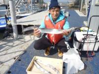 <p>枚方市の杉本様 沖の北でタチウオ3匹</p> <p>ドジョウのひき釣り</p> <p>大きいのは指5ほ本ありました</p>