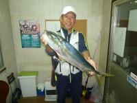 <p>和泉市の松原様、沖の一文字北で活けアジの、のませ釣りでの釣果</p> <p>66センチのメジロです!</p> <p>コメント・ありがとう天堂さん、釣れました</p>