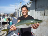 <p>富田林市の神澤様 沖の北でメジロをゲット!</p> <p>アジの飲ませ釣り</p> <p>土井様へ今日やりました</p>
