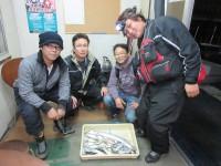 <p>大西商会釣りクラブの皆様、沖の北で、良型タチウオ・コアジ(赤)・サンバソウ等</p>