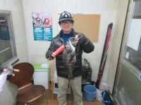 <p>岸和田市の北岡様、「沖の一文字カーブ」</p> <p>オキアミのフカセ釣りで42cmの良好チヌです!!</p> <p>&nbsp;</p>