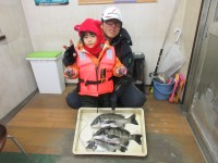 <p>堺市の高野様、中波止3番で、34~42cmのチヌ 3匹</p> <p>フカセ釣り オキアミ</p>