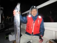 <p>堺市の吉村様、沖の一文字南(白灯)で</p> <p>ドラゴンサイズまでの太刀魚2匹GETです!!</p> <p>「サンマのウキ釣り」での釣果です。</p>