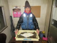 <p>高石市の武田様、沖一文字北で42cmまでのカレイ8匹!!</p> <p>アオイソメの投げ釣り</p>