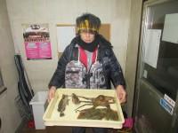 <p>奈良市の上田様、沖一文字北で</p> <p>タコ・ガシラ・33.5cmまでのカレイ2匹</p> <p>アオイソメの投げ釣り</p>