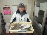 <p>富田林市の寺田様、沖一文字カーブで34cmまでのカレイ15匹です!!</p> <p>アオイソメの投げ釣り</p>