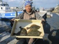 <p>和泉市の中井様、沖の一文字カーブで、カレイ36cmまで4匹</p> <p>投げ釣り 餌青イソメ</p>