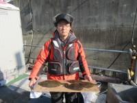 <p>三田市の篠原様、沖のカーブで、34.5cmまでのカレイ 4匹</p> <p>アオイソメ</p>