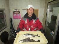 <p>和泉市の松原様、中波止3番で42cmまでのチヌ2匹</p> <p>オキアミのフカセ釣りです!</p>
