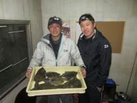 <p>奈良市の西辻様・小松様、沖一文字カーブで</p> <p>34cmまでのカレイ7匹です!!</p> <p>アオイソメの投げ釣り</p>