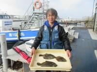 <p>高石市の武田様、沖のカーブで、32cmまでのカレイ 3匹</p> <p>投げ釣り 餌青イソメ</p>