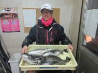<p>堺市の高野様、中波止2番で、チヌ45cmまで4匹</p> <p>フカセ釣り 餌オキアミ</p>