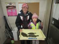 <p>大阪市の金沢様(親子)沖の北で、カレイ29cmまで3匹</p> <p>投げ釣り 餌青イソメ</p>