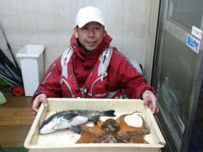 <p>和泉市の松原様、中波止2番で、チヌ42.5cm 1匹・タコ850g 1匹</p>