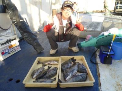 <p>堺市の高野様、沖の一文字で、チヌ 42cm前後まで9匹</p> <p>紀州釣り 餌オキアミ</p>