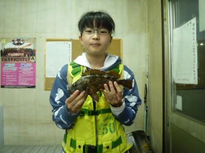 <p>堺市のみおちゃん、旧の一文字で、ガシラ25cm 1匹</p> <p>ウキ釣り 餌シラサエビ</p>