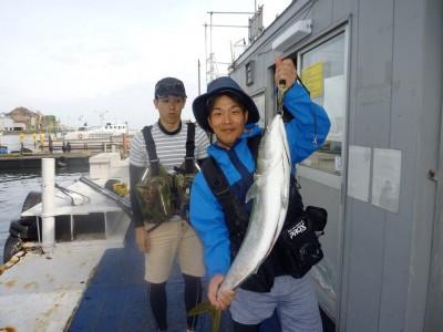 <p>和歌山市の迫谷様、沖の北で</p> <p>90㎝のブリ</p> <p>釣り方・ルアー釣り</p>