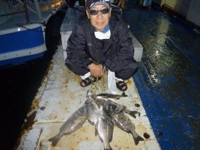 <p>東大阪市の西田秀明様、沖の一文字北で、チヌ44cmまで7匹</p> <p>落とし込み 餌イガイ</p> <p>コメント:チヌ師みんなおいでや!!また今度みんなで釣りしましょう!!</p>