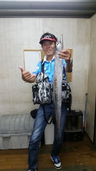 <p>和泉市の川崎様、沖の一文字北で、タチウオ 指4本サイズ 1匹</p> <p>タチウオゲッター 餌キビナゴ</p>