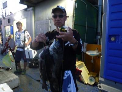 <p>東大阪市の西田秀明様、沖の一文字北で、チヌ 45cmまで2匹</p> <p>落とし込み 餌イガイ</p>