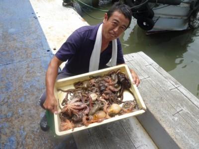 <p>奈良市のシゲちゃん、旧一文字白灯で</p> <p>500gまでのタコ20匹</p> <p>釣り方・タコエギ</p>