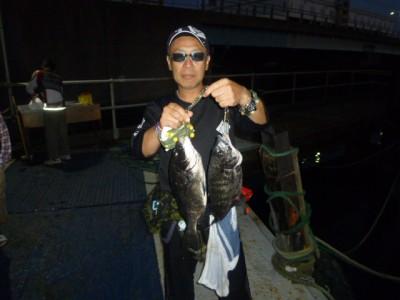 <p>東大阪市の西田様、沖一文字北で</p> <p>45cmまでのチヌ4匹</p> <p>釣り方・落とし込み、イガイ</p>