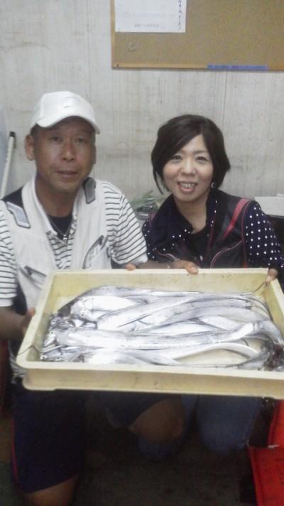 <p>和泉市の松原夫婦、沖の一文字北で、タチウオ 指3本半まで14匹</p> <p>ワインド</p>