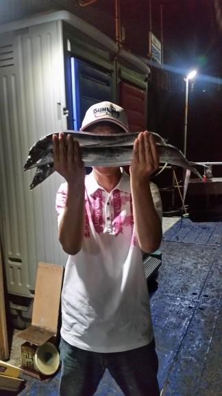 <p>堺市の善ちゃん、旧の一文字赤灯で、タチウオ 指3本サイズまで3匹</p> <p>ウキ釣り・ゲッター 餌サンマ・キビナゴ</p>