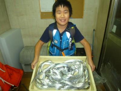<p>和泉市の吉村様、沖の一文字北で、タチウオ 指3本サイズまで25匹</p> <p>ワインド</p>