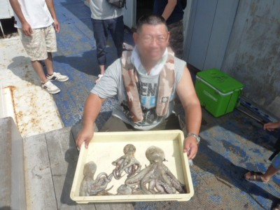<p>堺市の出口様、沖一文字北で</p> <p>1kgまでのタコ6匹</p> <p>釣り方・タコジグ</p>