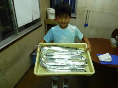 <p>大阪市の中島様、沖の一文字北で、タチウオ 指4本サイズまで10匹</p> <p>ワインド</p>