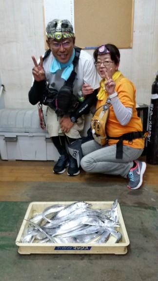 <p>大阪市の井上様、沖の一文字北で、タチウオ 指4本サイズまで20匹</p> <p>ワインド</p>