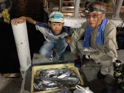<p>堺市の福地様、沖一文字北で</p> <p>タチウオ21匹(指3本まで)</p> <p>釣り方・ワインド、ジグ、ドジョウの引き釣り</p>