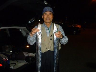 <p>奈良の宮本様、沖の一文字白灯で、タチウオ 指4本半まで5匹</p> <p>ウキ釣り・引きずり 餌サンマ・ドジョウ</p>