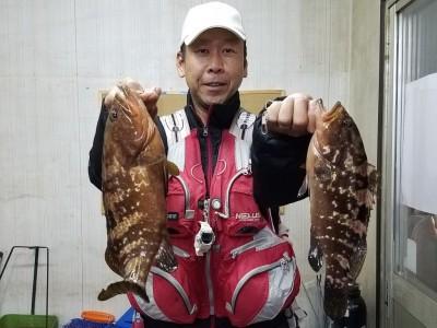 <p>和泉市の松原様、沖の一文字白灯で、アコウ 36㎝まで4匹</p> <p>ウキ釣り 餌シラサエビ</p>