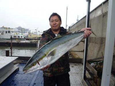 <p>南河内郡千早赤阪村の神澤様、沖の一文字北で、ブリ 91㎝ 1匹</p> <p>のませ釣り 餌アジ</p>