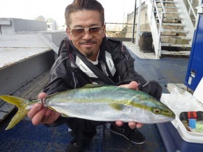 <p>堺市の釣魬會会長様、沖一文字北で</p> <p>ハマチ52㎝</p> <p>のませ釣り(ハマチ)</p>