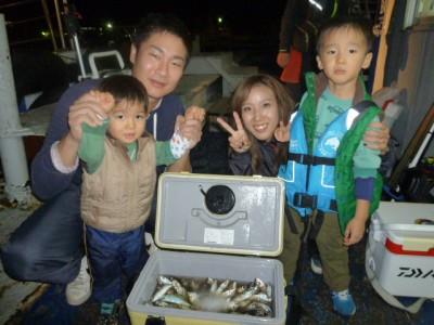 <p>岸和田市の野口様一家、旧の一文字赤灯で、アジ 300匹</p> <p>サビキ 餌アミエビ</p>